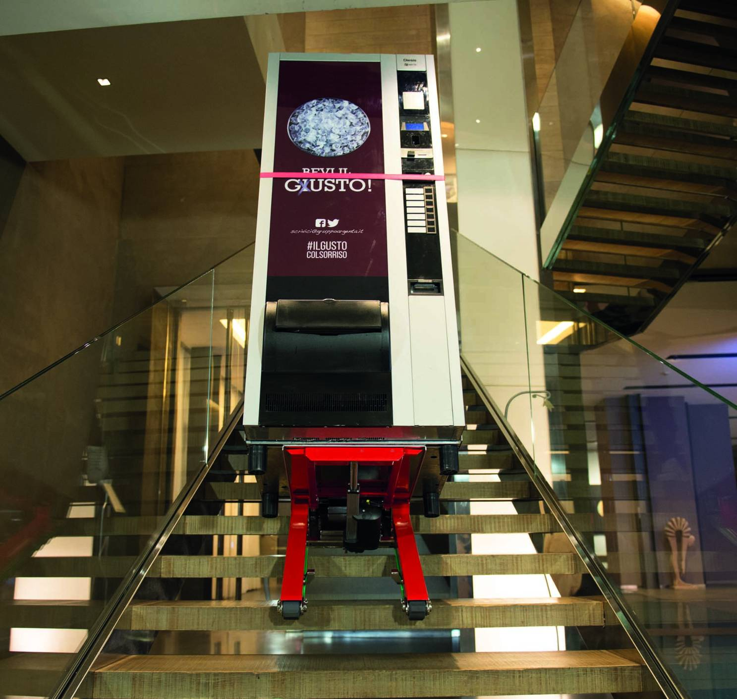 stairclimbing-trolley-domino-automatic-vending-machine-zonzini